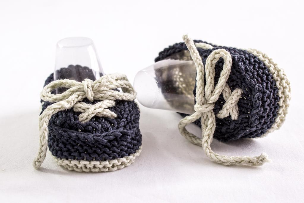 Knitted baby boat shoes