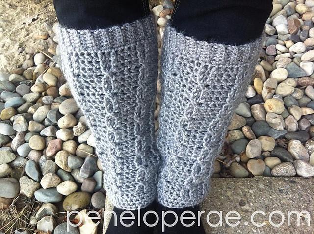 Crochet cable legwarmers