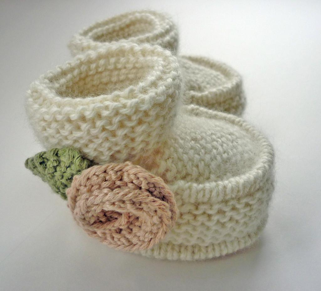 Knitted little rose booties