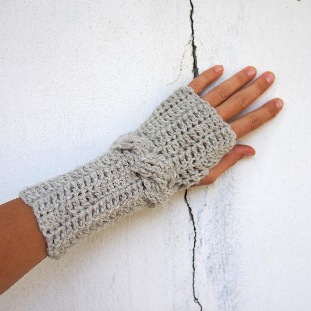Crochet cable fingerless mittens