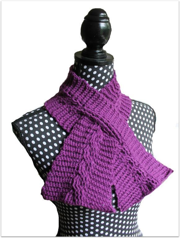 Cable keyhole crochet scarf