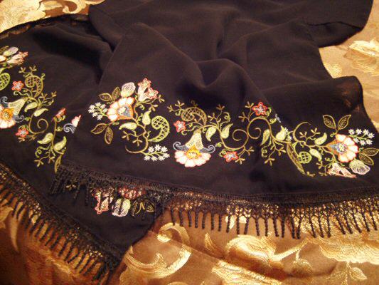 Sadia Sews Jacobean Symphony shawl