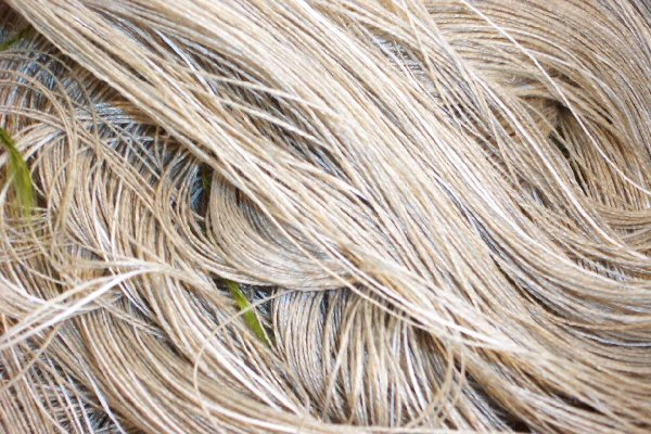 Natural colored linen yarn