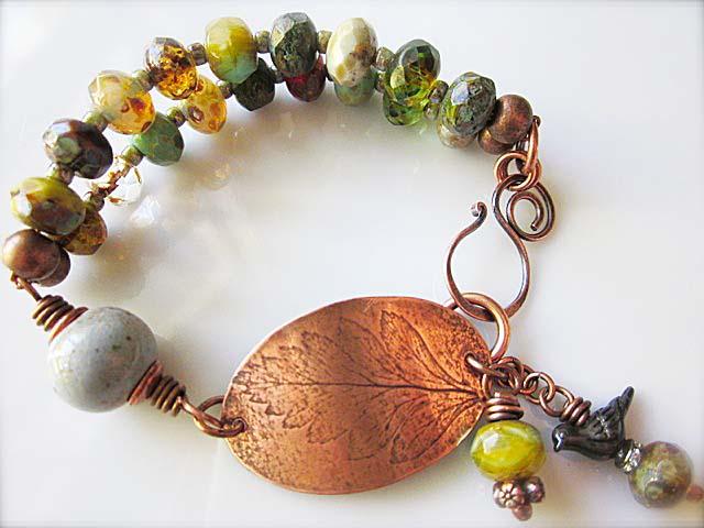 Bracelet by Lynn Carling featuring art bead by Ema Kilroy