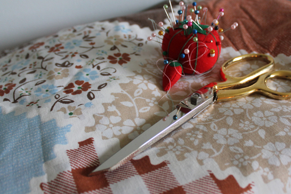 Cutting and pining a thrift store fabric find