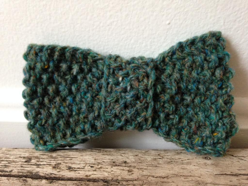 Tweedy knit bow tie