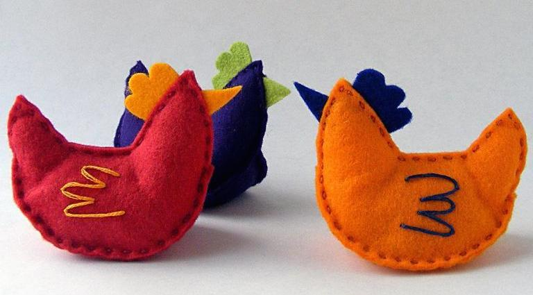Chicken Little -- FREE Felt Hen Sewing Pattern