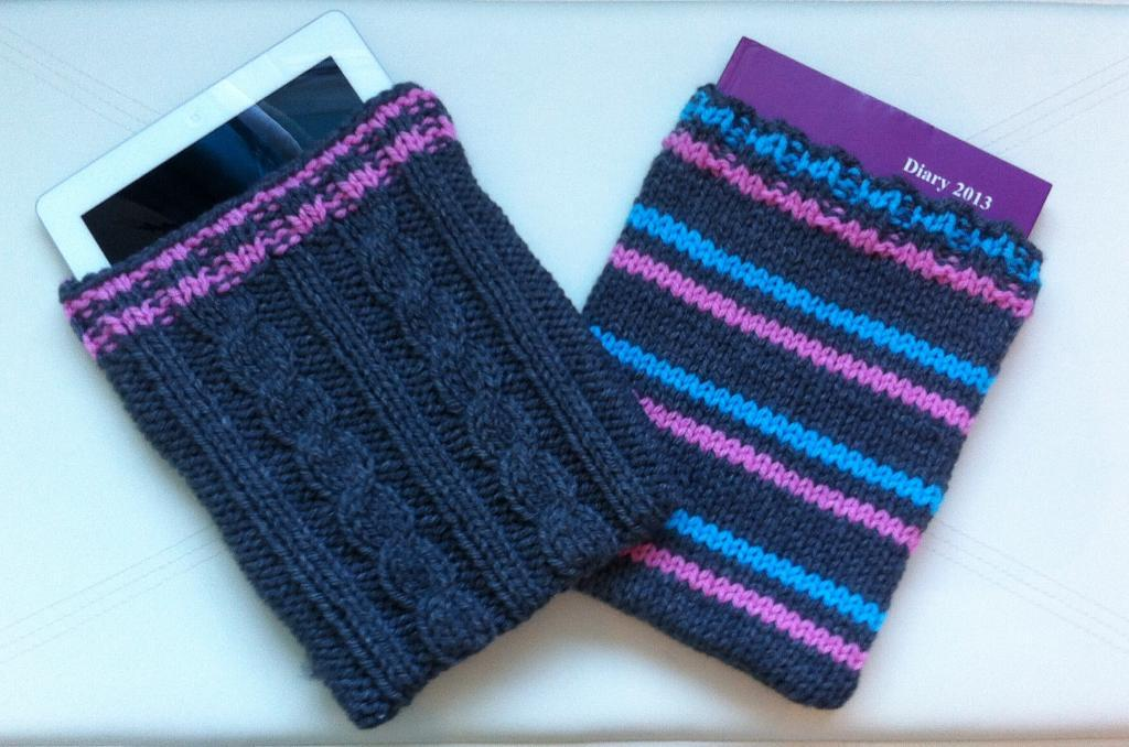 Cables and stripes knitted tech cases