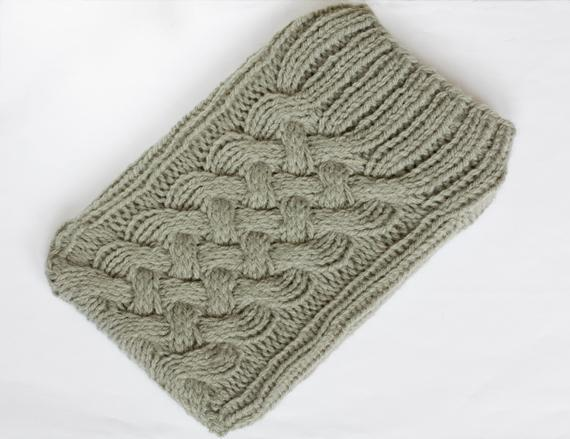Knit cabled kindle sleeve