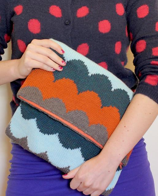 Knitted scallop tablet case clutch