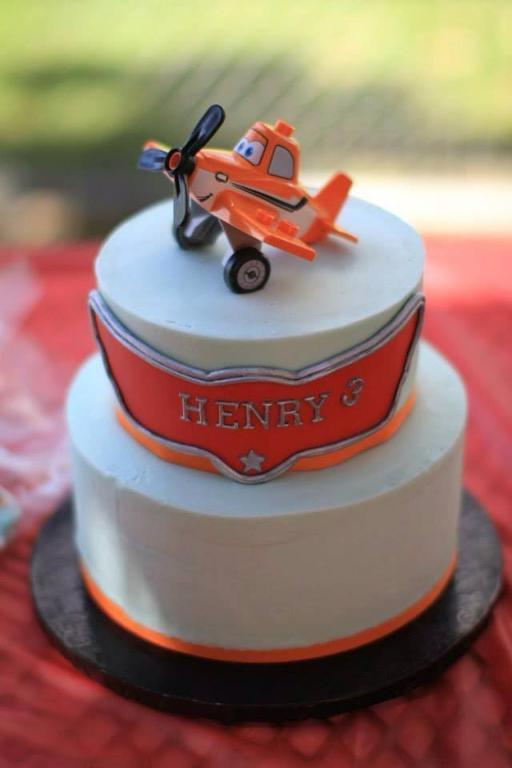Planes buttercream cake