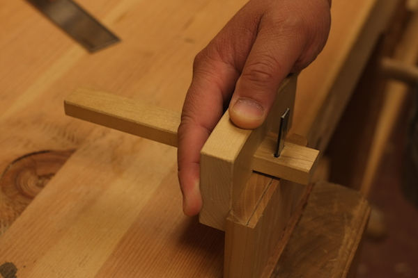 Marking the depth of the tails on the end of the pin board