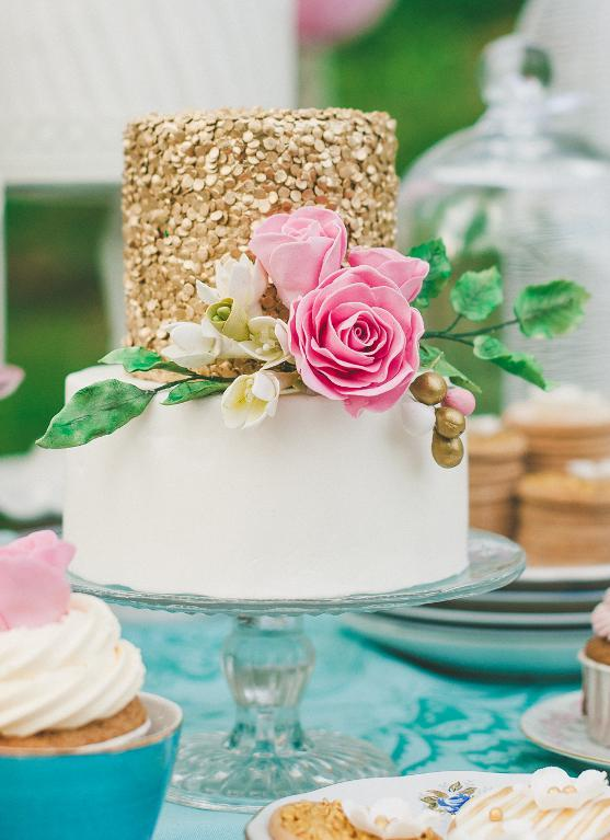 Romantic gold sequins cake