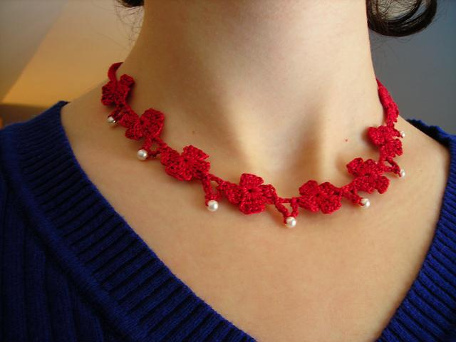 Poppies and pearls crochet necklace