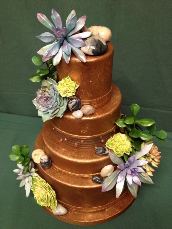 Lustrous chocolate cake