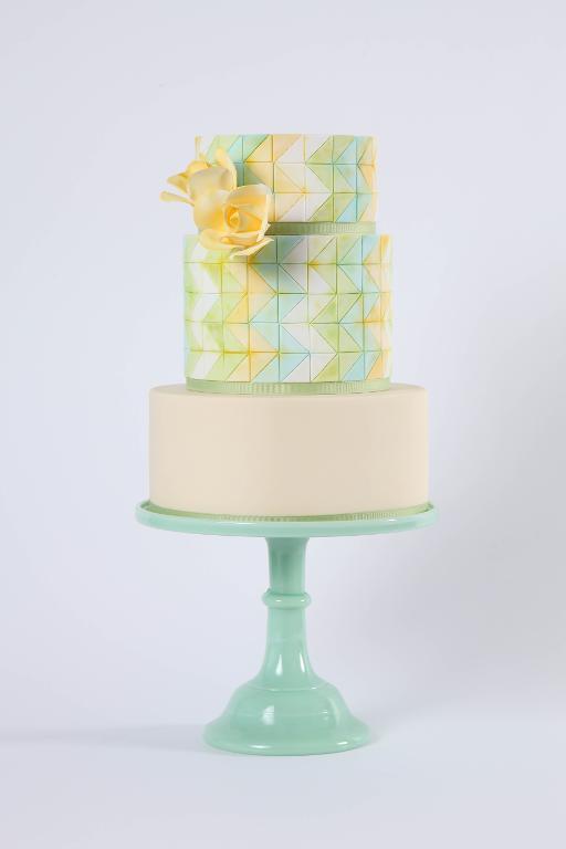 Zigzag Drip Motif Cake