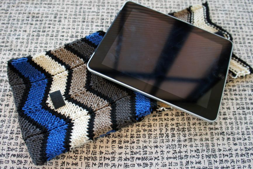 Chevron knitted ipad sleeve