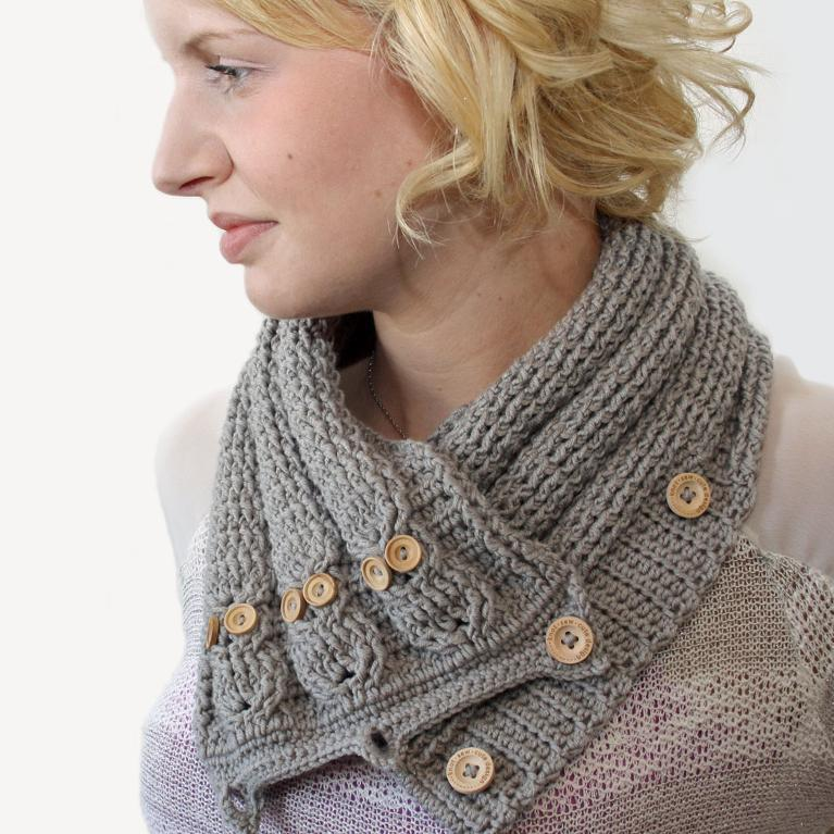 Crochet cabled owl neckwarmer