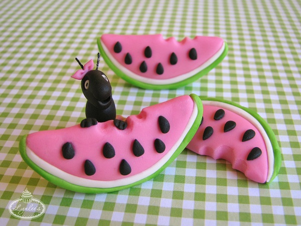 Adorable watermelon cupcake toppers!