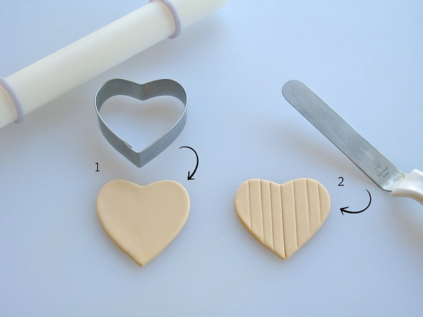 Making a Heart Piano Fondant Topper