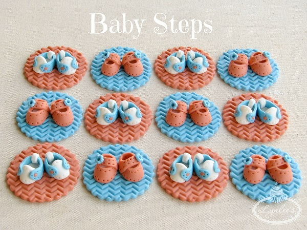 Baby shoes fondant toppers