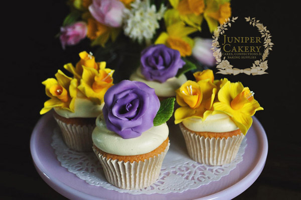 Daffodil and rose wedding cupcakes