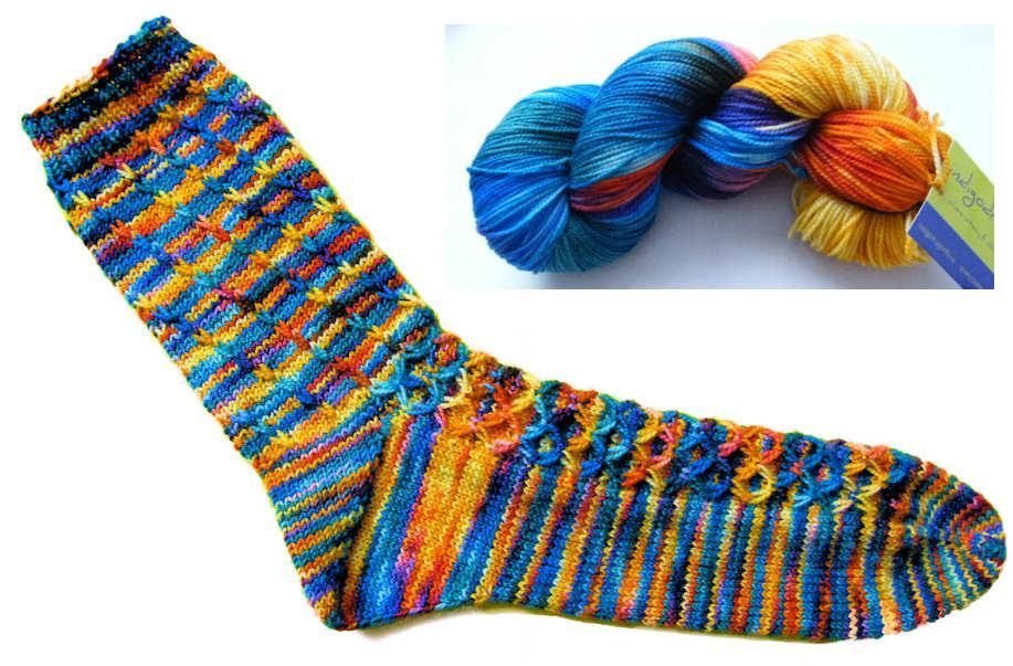 Spectral dispersion knitted socks