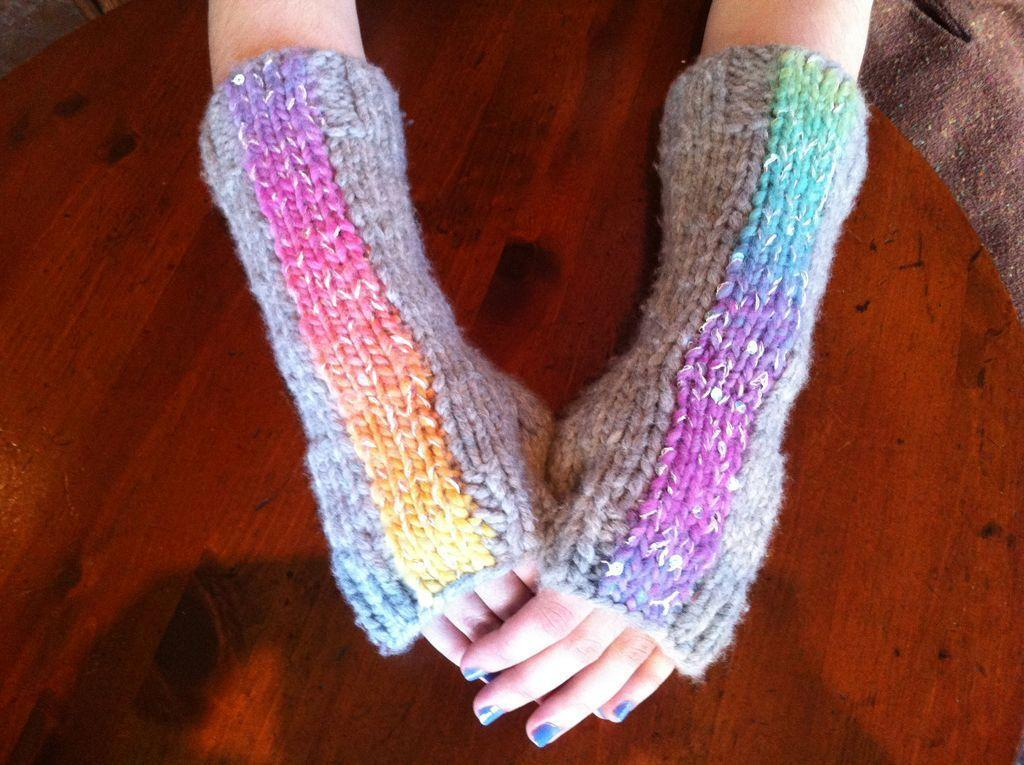 FREE Mermaid by the Sea Fingerless Glove Pattern