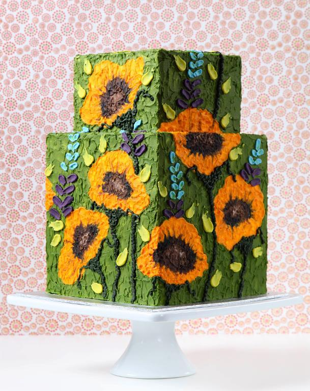 Cake decorated with palette knife