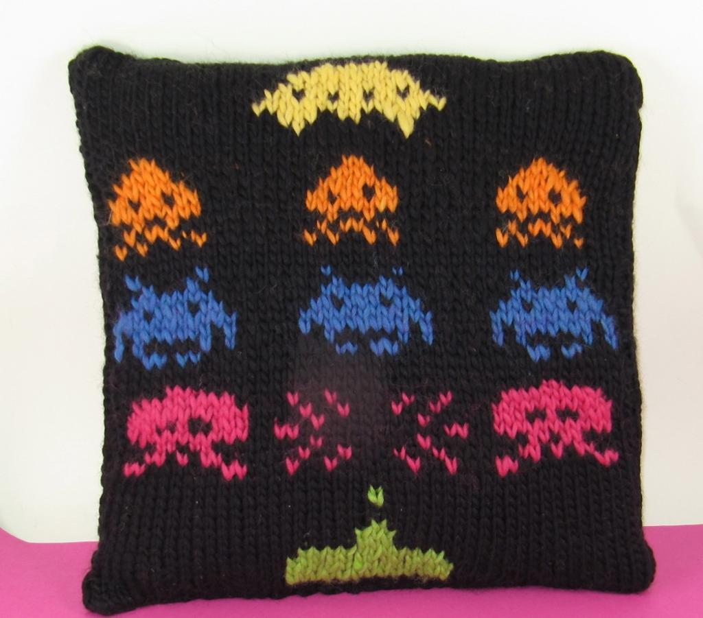 Space Invaders cushion knitting pattern