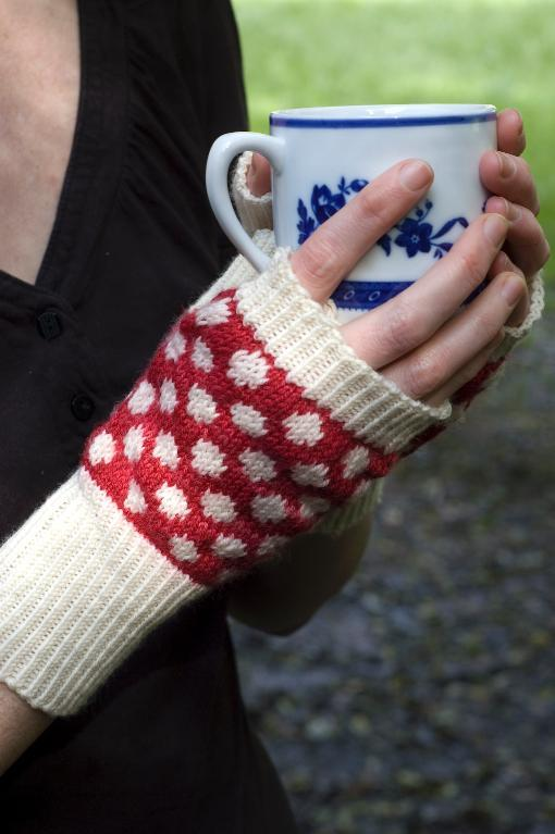 Amanita Muscaria fingerless gloves knitting pattern