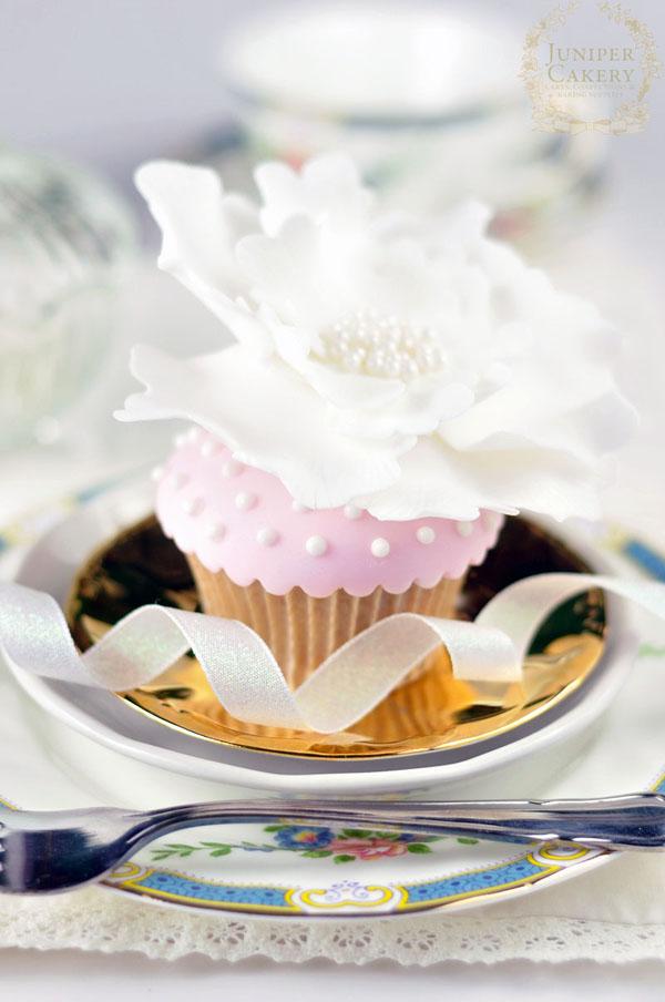 Polka dot flower cupcake