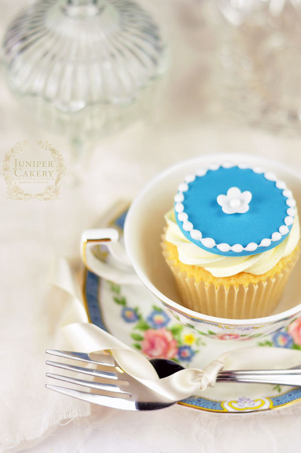 Royal icing border cupcake juniper cakery