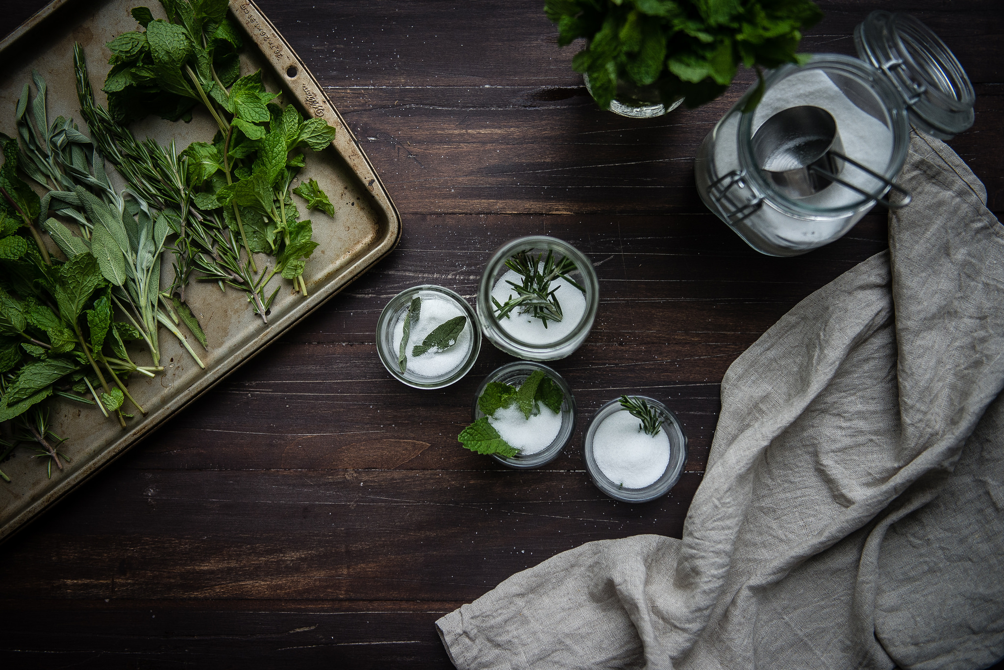 Making your own homemade flavored sugar using herbs