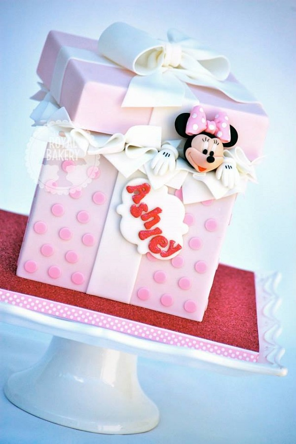 Minnie Mouse box cake