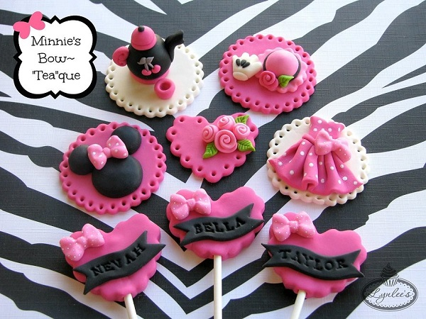 Minnie's Bow-Teaque cupcake toppers