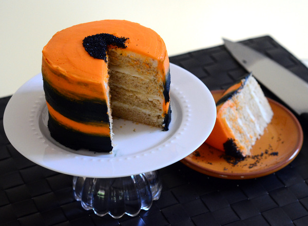 Halloween Cake Decorating: Simple Striped Halloween Cake