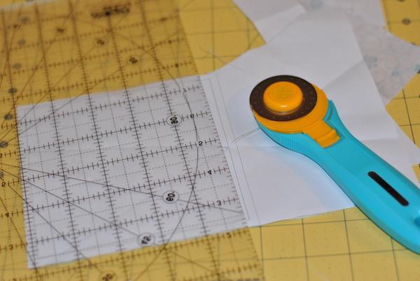 Rotary scissors to cut paper