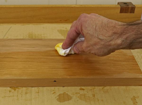 putting gel varnish on wood