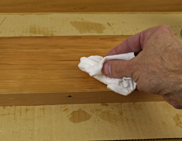 How to use gel varnish on wood