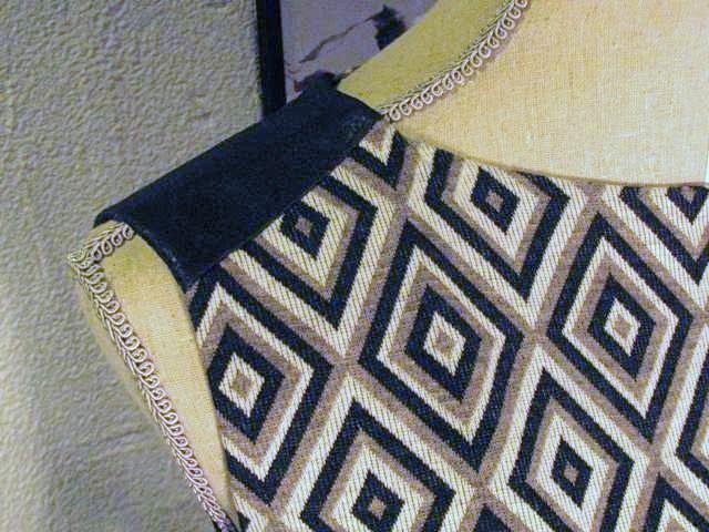 Drhress with shoulder epaulet