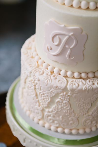 Detail shot of beautiful wedding cake