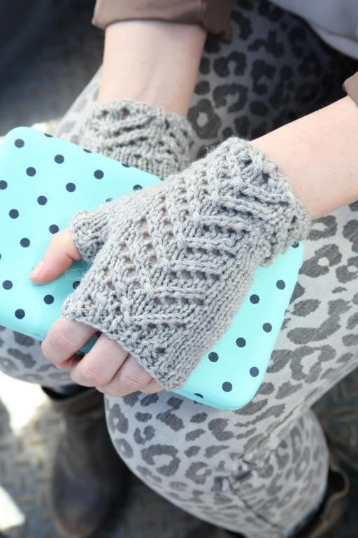 Chevron Fingerless Mitts knitting pattern
