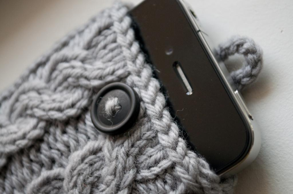 Cable Knit iPhone Case knitting pattern