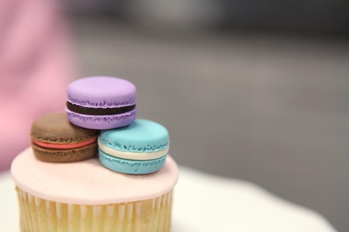 Macaron cupcake topper