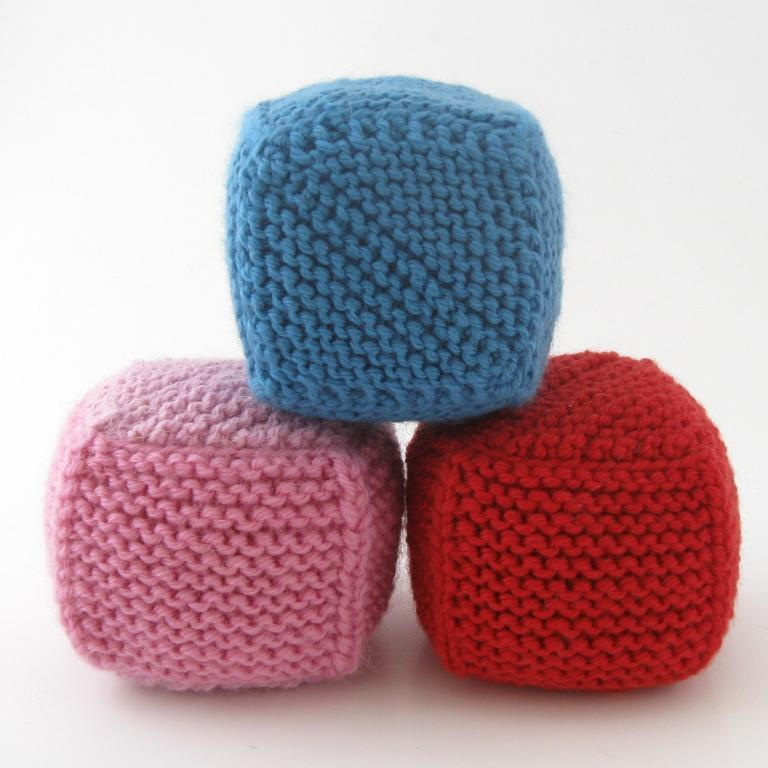 Two Seam Cube baby toy knitting pattern
