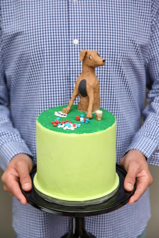 Poker playing dog cake by Bluprint instructor Kate Sullivan