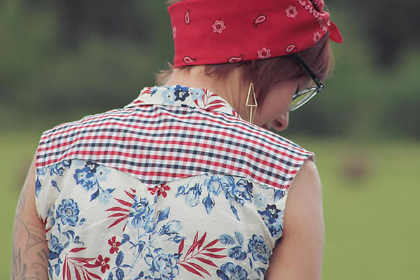 Contrast on the yoke of a shirt
