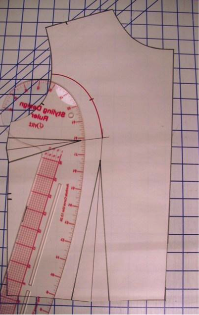 measuring basic sloper with curbed ruler
