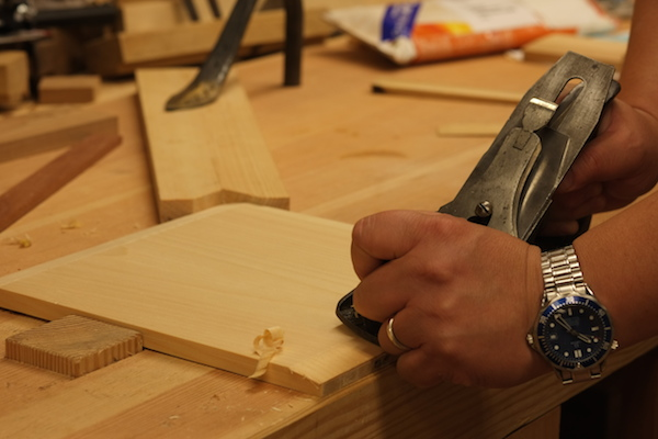 Planing a bevel on the bottom board